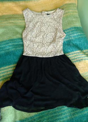 Легкое летнее платье с кружевом и шифоновой юбкой