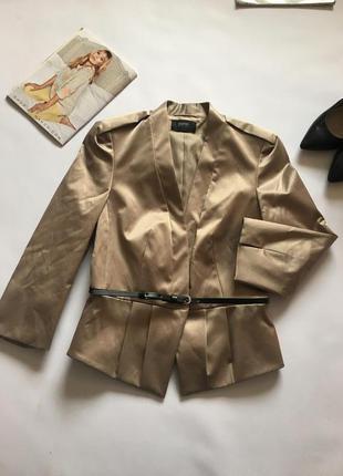 Пиджак золотистого цвета с поясом