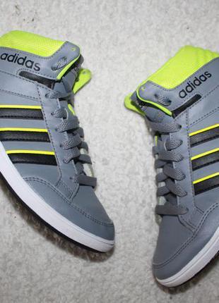 Кроссовки фирмы adidas 35 размера по стельке 22-22,5 см. в идеале.