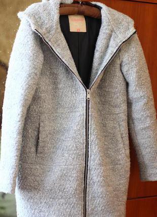 Б/у пальто отличного качества и состояния.