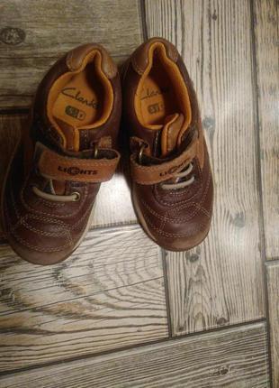 Отличные кожаные кроссовки clarks