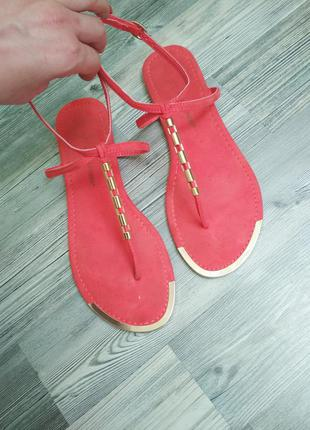 Стильные яркие босоножки вьетнамки сандали