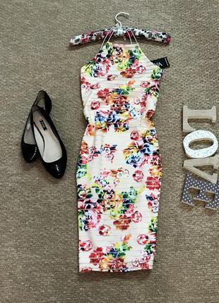 Платье по фигуре в полоску и цветочный принт