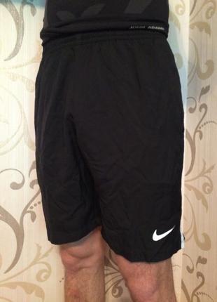 Чорні спортивні шорти найк nike