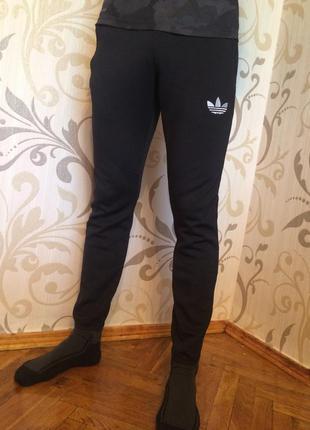 Чорні спортивні штани адідас adidas