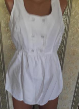 Актуальная,котоновая,белоснежная блузка на пуговицах.