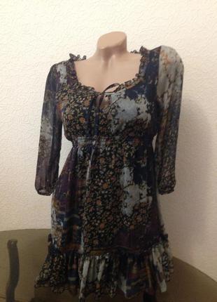 Платье с рюшами. clockhouse