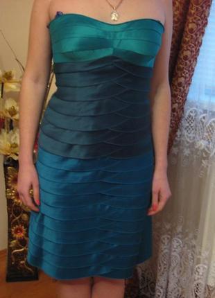 Шикарное платье цвета морской волни для любящих себя девушек