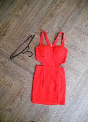 Вечернее короткое красное платье с вырезами на боках от missguided.