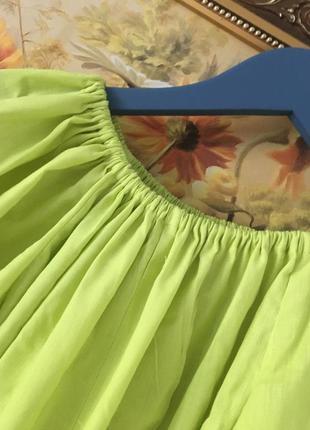 Короткое платье с рукавом-фонарик