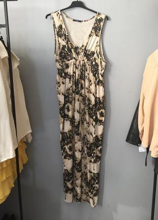 Платье в пол ( сарафан ) бежевое трикотажное с узором на поясе под грудью