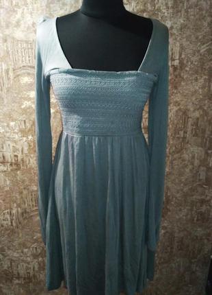 Оригинальное платье из тонкого трикотажа, размер м