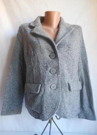 Вязаный пиджак .