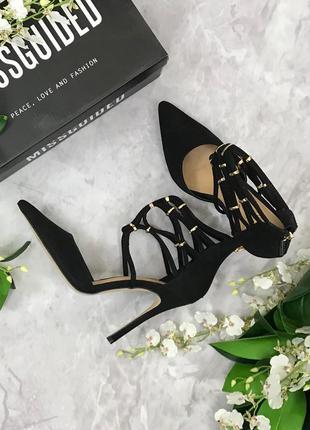 Женственные туфли с острым носочком  sh1821184  missguided