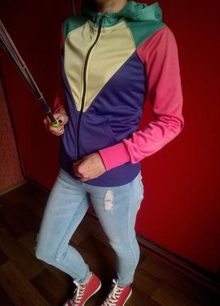 Яркая,разноцветная олимпийка с капюшоном