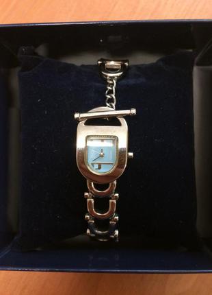 Элегантные женские часы q&q