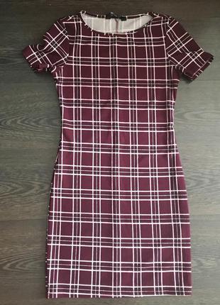 Крутое  платье в клетку цвета марсала