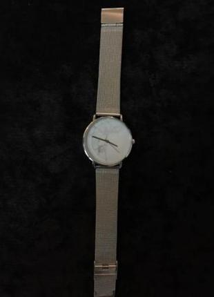Новые стильные наручные часы