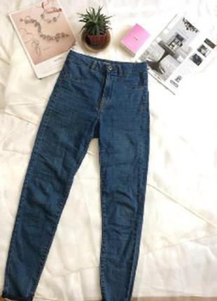 Классические джинсы с высокой посадкой
