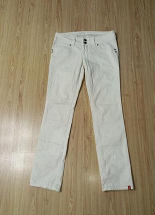 Стильные белые джинсы esprit