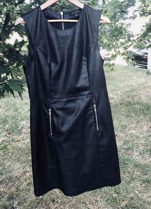 Кожаное милое платье