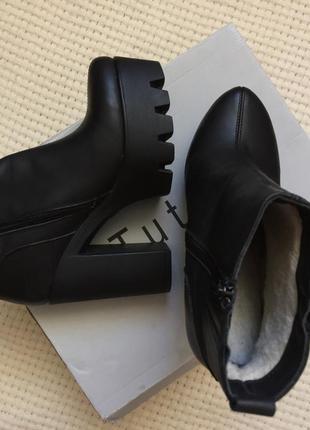 Ботинки на каблуке с натуральной кожи