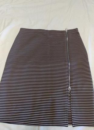 Стильная юбка  на молнии
