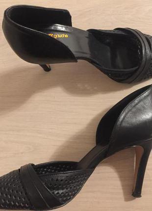 Модные кожаные туфли с перфорацией