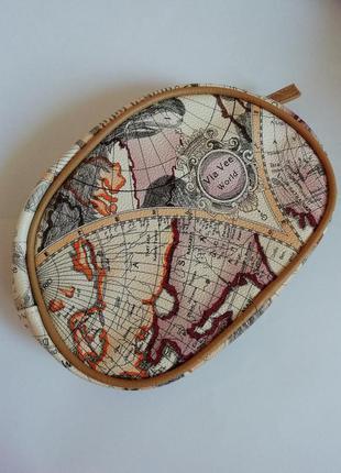 Стильная косметичка с принтом карты мира