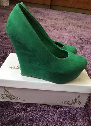 Туфли jennyfer красивого зеленого цвета 37 р