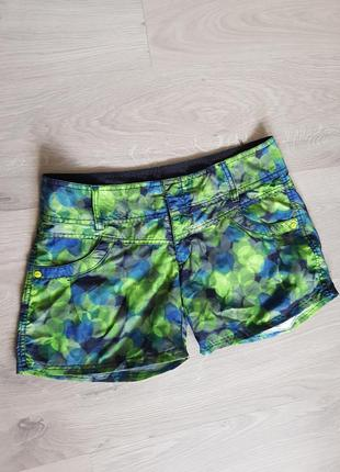 Клевые короткие зеленые шорты .