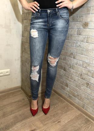 Новые джинсы с дырами италия hm zara