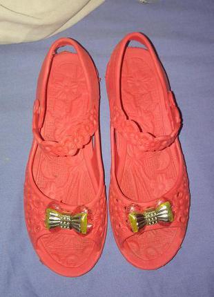 Мильниці босоніжки з бантом на закльопці