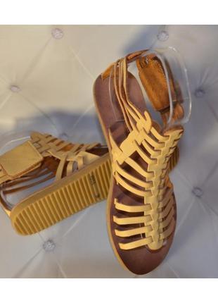 36 - 39 рр трендовые коричневые горчичные босоножки римлянки из пресованной кожи