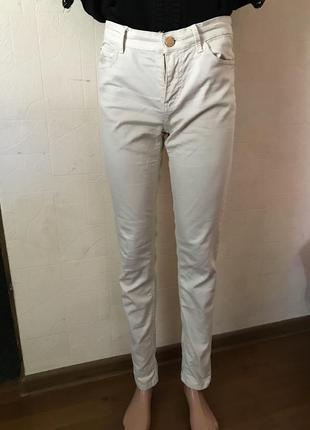 Молочные джинсы stradivarius размер s