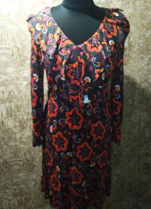 Красивое трикотажное платье, размер м фирма lindex