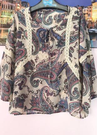 Легкая блуза с рукавами фонариками