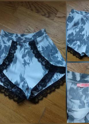 Фирменные стильные качественные короткие шорты с высокой талией в пижамном стиле.