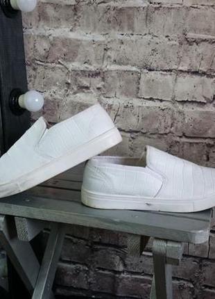 Белые слипоны new look. кожзам.
