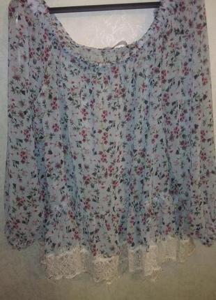 Блуза в цветочек с кружевом