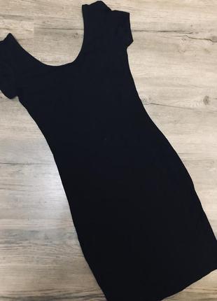 Короткое чёрное платье house