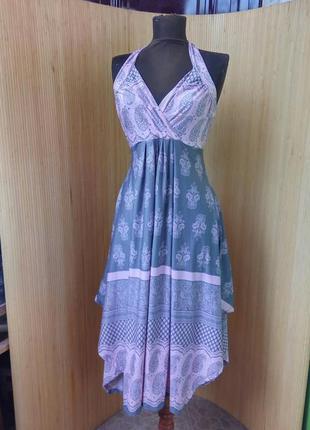 Трикотажное платье сарафан с принтом с открытой спиной под грудь