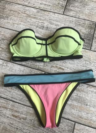 Яркий купальник бандо censored