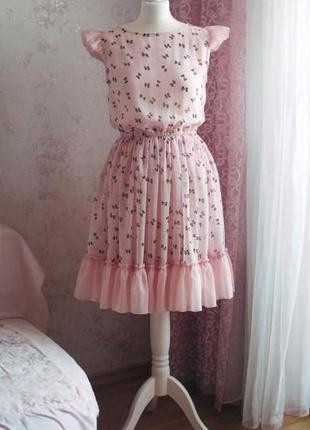 Нежное платье из шифона, расшитое бисером