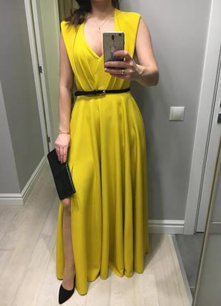 Дуже елегантна вечірня сукня