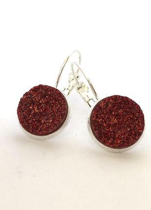 Серьги с красным камнем в цвете серебро