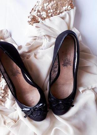 Класичні, зручні туфельки від new look, на міні-платформі, дуже зручні, розмір 37))