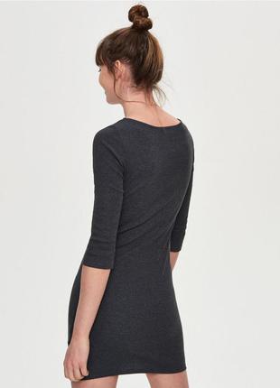 Короткое серое платье в рубчик