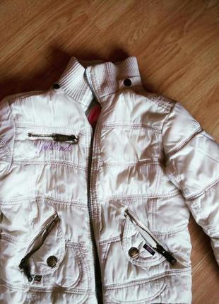 Белая дутая куртка