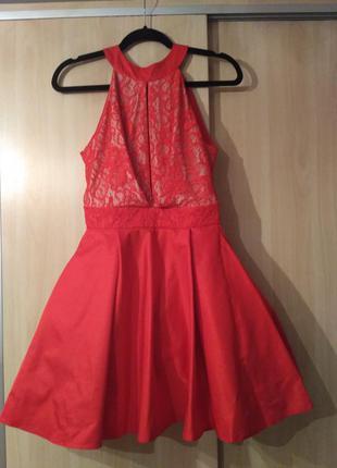 Ярко красное вечернее платье